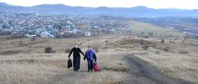 Jenseits der Hügel Szenenbild 1