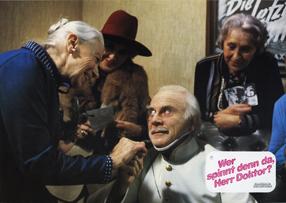 Wer spinnt denn da, Herr Doktor? Szenenbild 1
