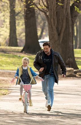 Väter & Töchter - Ein ganzes Leben Szenenbild 11