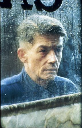 John Hurt Szenenbild 1