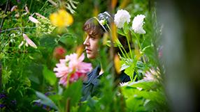 Der wunderbare Garten der Bella Brown Szenenbild 2
