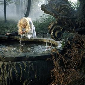 Märchenklassiker: Gänsehirtin am Brunnen Szenenbild 1